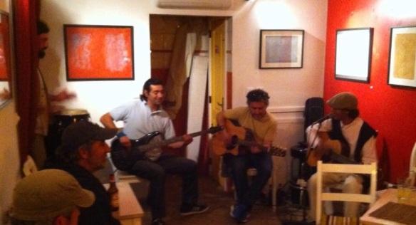 Helder Lopes e amigos improvisando no Pessoa's