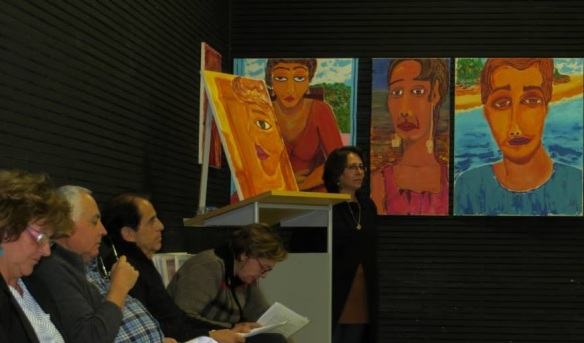 Iris Vana de Paula Ferro na Biblioteca Álvaro de Camposw